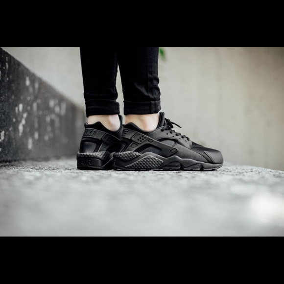 low priced 1025f a37ef Nike Air Huarache Run Womens Triple Black. M59c3082a522b45807d00493a