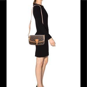 💯%  authentic Louis Vuitton sologne cross body
