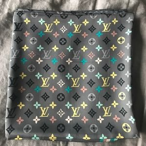 Brand new Louis Vuitton Shawl / Scarf