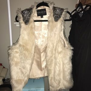 Forever 21 furry cream colored vest