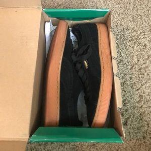 Puma gum bottom black size 5.5y