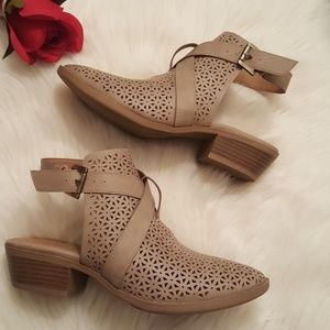 NWOB Report nude taupe cut out mule booties sz 7.5
