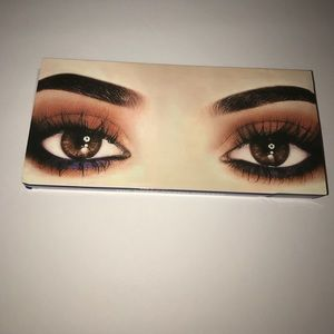 🆕 KYLIE PRESSED POWDER EYESHADOW👁