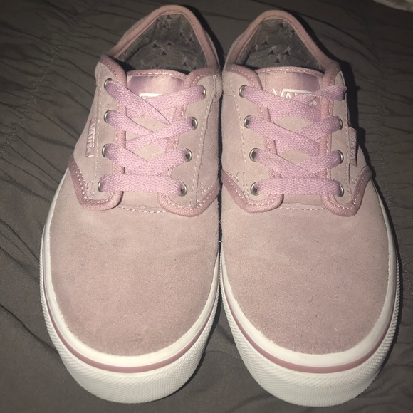 1ab6243ca9 Pink suede Atwood style vans. M 59c31877f739bc215300923a