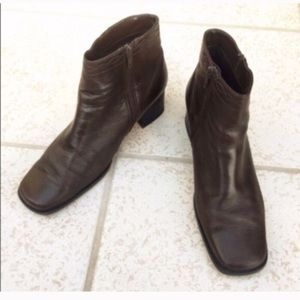 ❣BOGO 1/2 off❣ White Mountain leather ankle boots