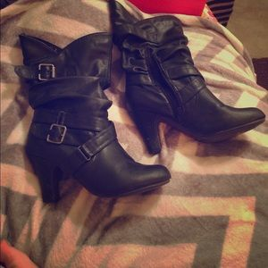 Bamboo black heeled boots