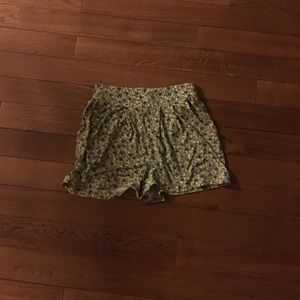 Vintage floral shorts with pockets