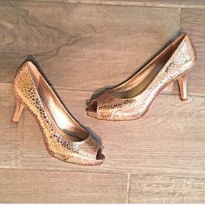 ❣BOGO 1/2 off❣🆕 Gorgeous leather peep toe heels