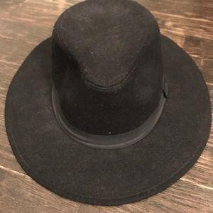 Felt fedora hat.