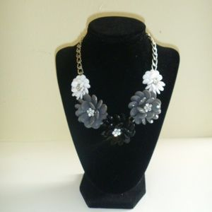 Beads & Metal Grey and white Flowers Bib Necklace