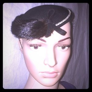Sonnie Vintage fancy hat with fur trim