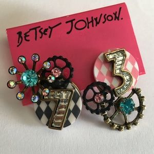 BETSEY JOHNSON Wonderland Cluster Studs