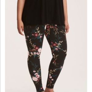 NWT torrid size 3 black floral leggings