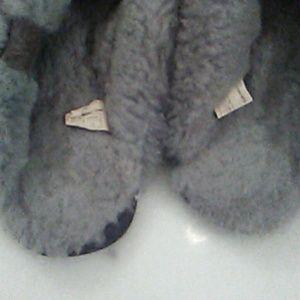 Emu Shoes - Emu sheepskin flip flops!