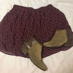 Old Navy Plum Skirt. Size Medium.