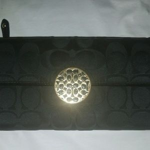 Coach Signature Tri-fold Wallet w/Gold clasp