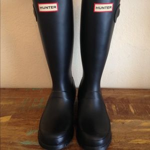 GREAT COND BLACK HUNTER BOOTS SZ 6