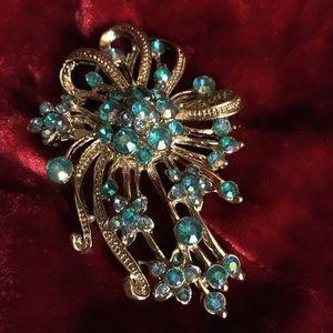 Jewelry - Vintage rhinestone pin