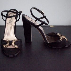 Badgley Mischka sexy satin buckle heels 8 like new