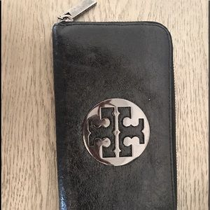 Tory Burch wallet in black crackled leather