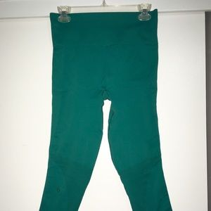 Lululemon Zone In crops, size 8, Forage Teal