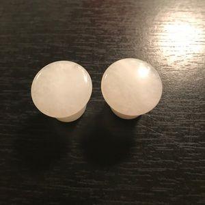 White marble plugs