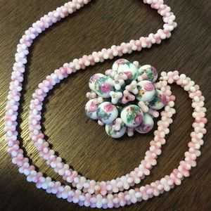 Vintage Jewelry - PRETTY IN PINK Glass Beaded Necklace