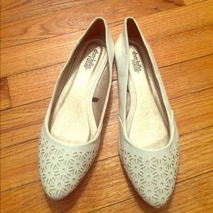 Cream Charlotte Russe Flats Size 9