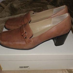 Naturalizer Tan Work Shoes