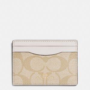 💖Brand New💖 Coach card case (light khaki)