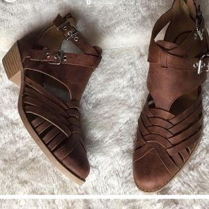 Shoes - 💕Host Pick💕FABULOUS Brown Booties