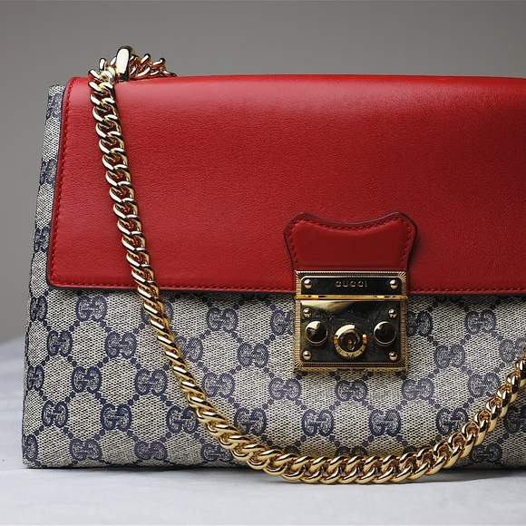 7fb20f86f025 GUCCI Padlock GG Supreme shoulder bag