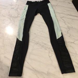 Lululemon size 6 mint/black pants