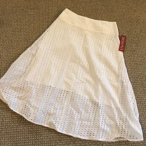 Merona white eyelet skirt NWT 😍SWEET