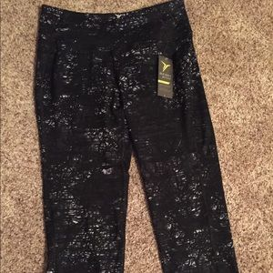 Old navy cropped workout leggings NWT  size m