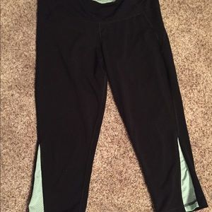 Old navy cropped workout leggings, size large