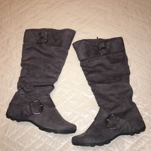 Gray boots.