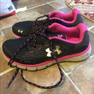 Womens Under Armour Tennis Shoes Size 7.5