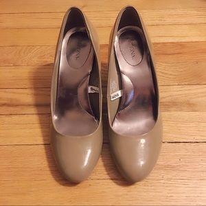 🆕👠 Merona Taupe/Gray Heels Size 9