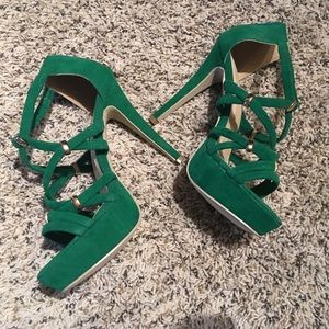 NWOT | Never worn Green with Gold Detail Heels 11