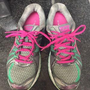 Tennis shoes gel nimbus 15