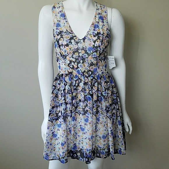 Everleigh Dresses & Skirts - NWT Everleigh Floral Dress