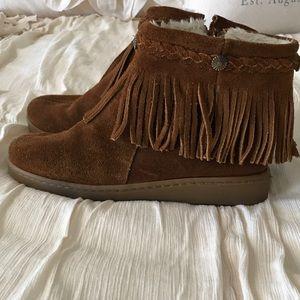 Minnetonka fringe ankle booties