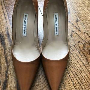 Manolo Blahnik tan classic leather heels