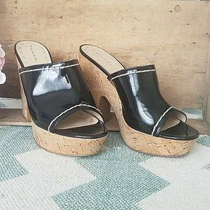 Tahari Miami black patent wedge heel sandal 8.5