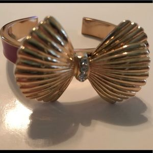 Seashell bow bangle