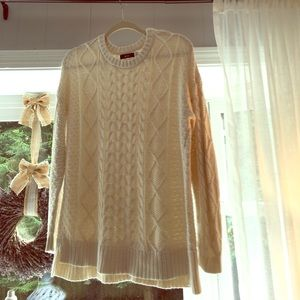 BDG cream sweater Urban Outfitters size medium