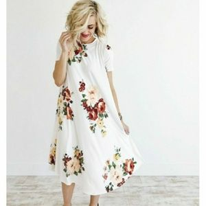 🌹ROOLEE FALLING FOR YOU COMFY FLORAL DRESS🌹