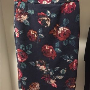 Floral pencil skirt with navy background