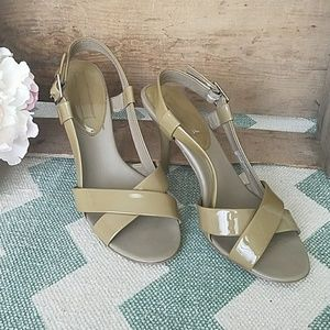 Banana Republic patent slingback sandal heels